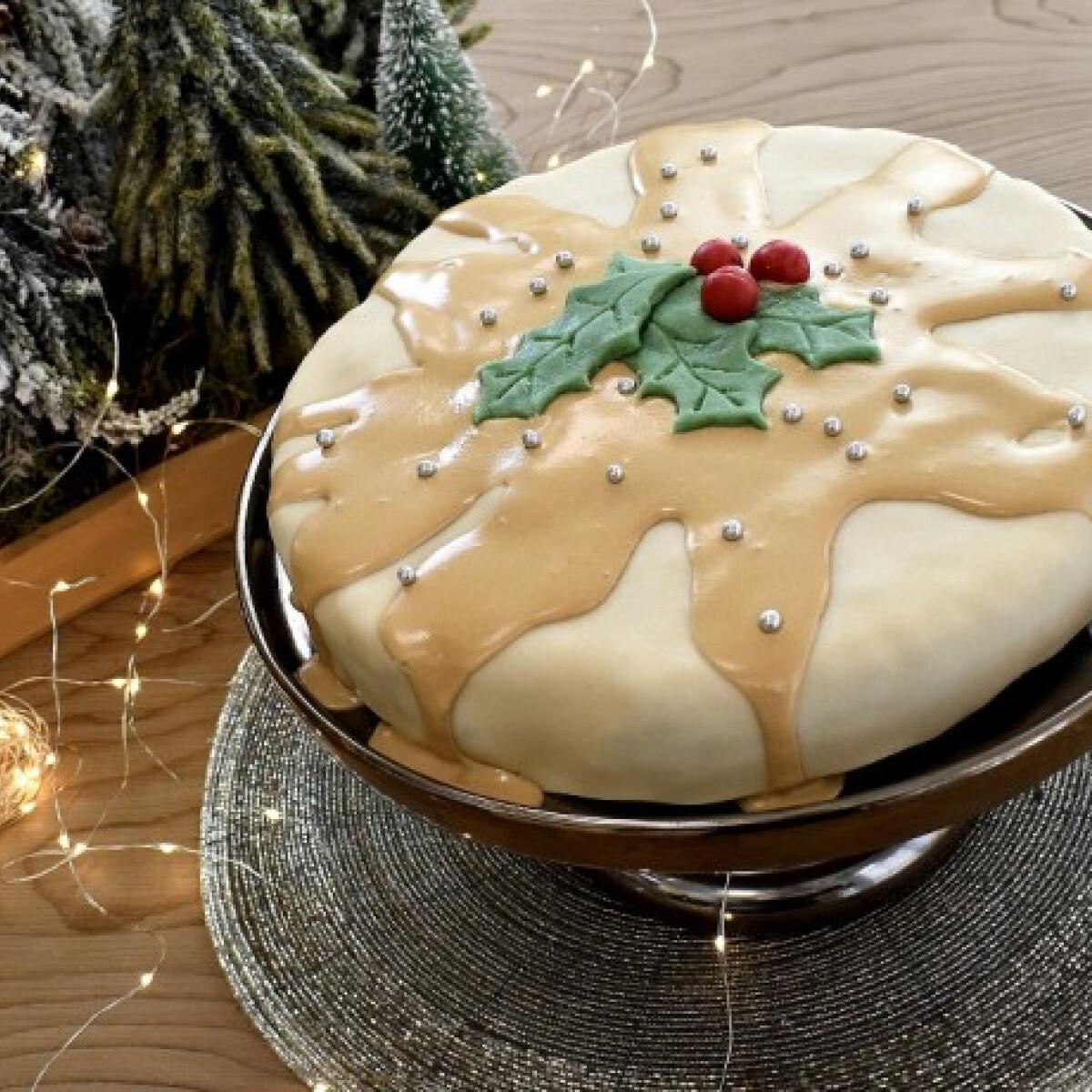 Ezen a képen: Aszaltgyümölcs-torta Csorba Anitától