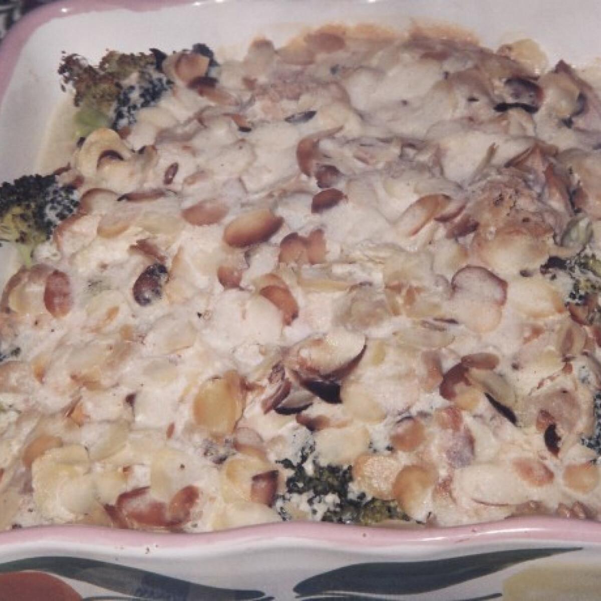 Sült brokkoli mandulával, tonhalkonzervvel gazdagítva