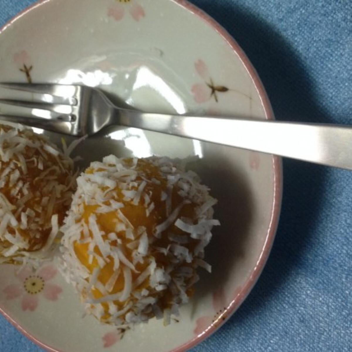 Ezen a képen: Diétás kókuszgolyók sütőtökből