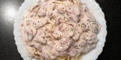 Olaszos-tejszínes gombaszósz spaghettivel