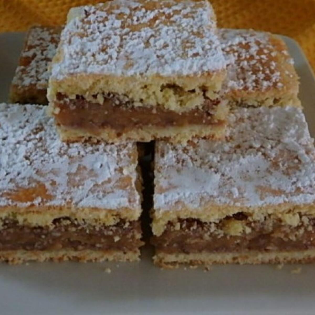 Ezen a képen: Pudingos-almás kocka Zsuzsamama konyhájából