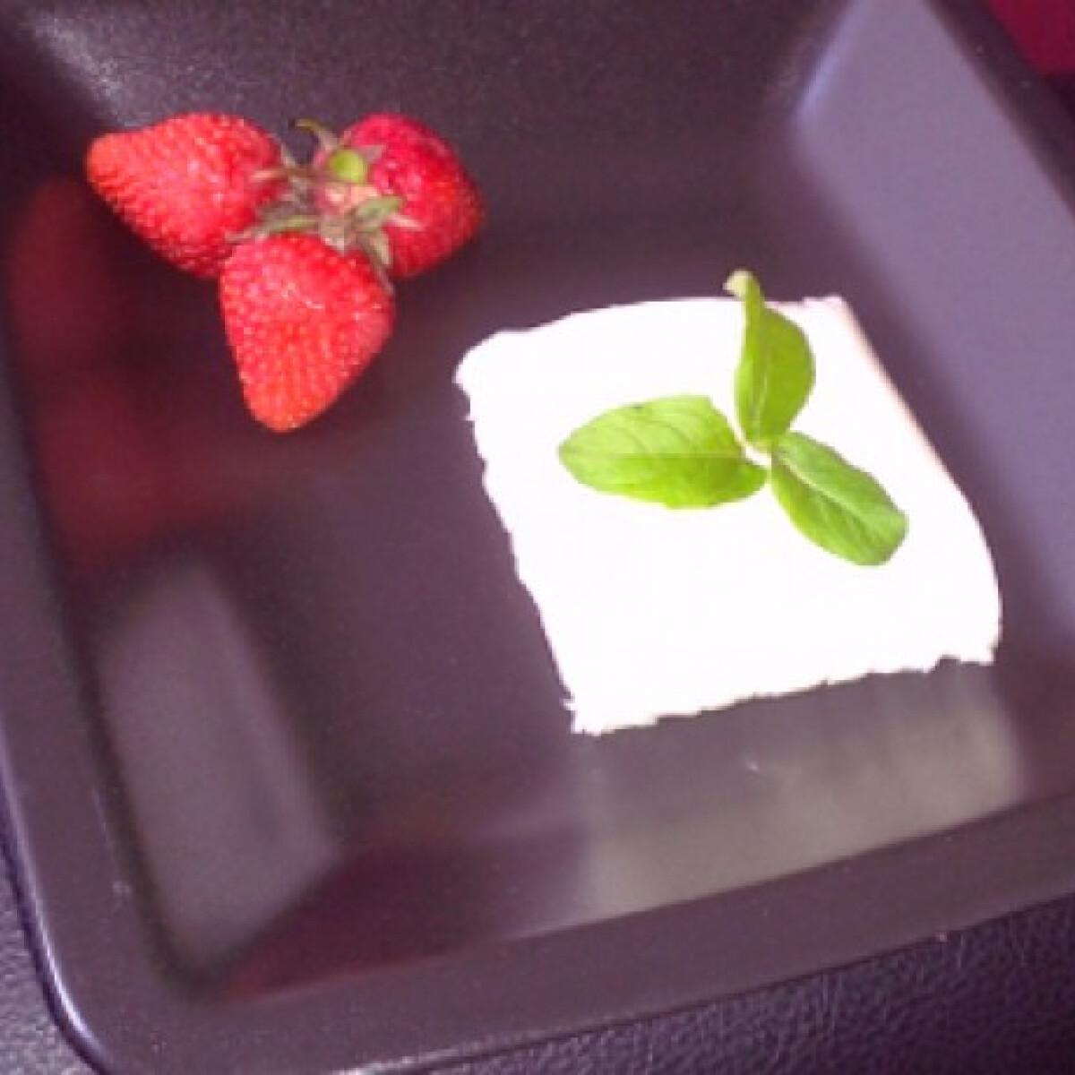 Ezen a képen: Bodzavirágos panna cotta