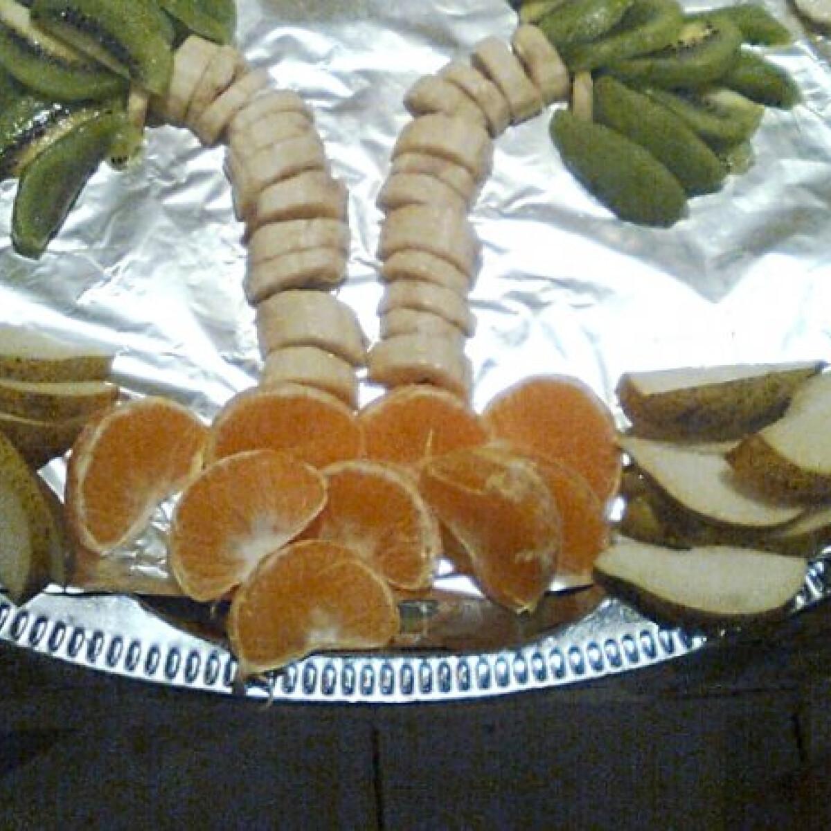 Ezen a képen: Gyümölcstál