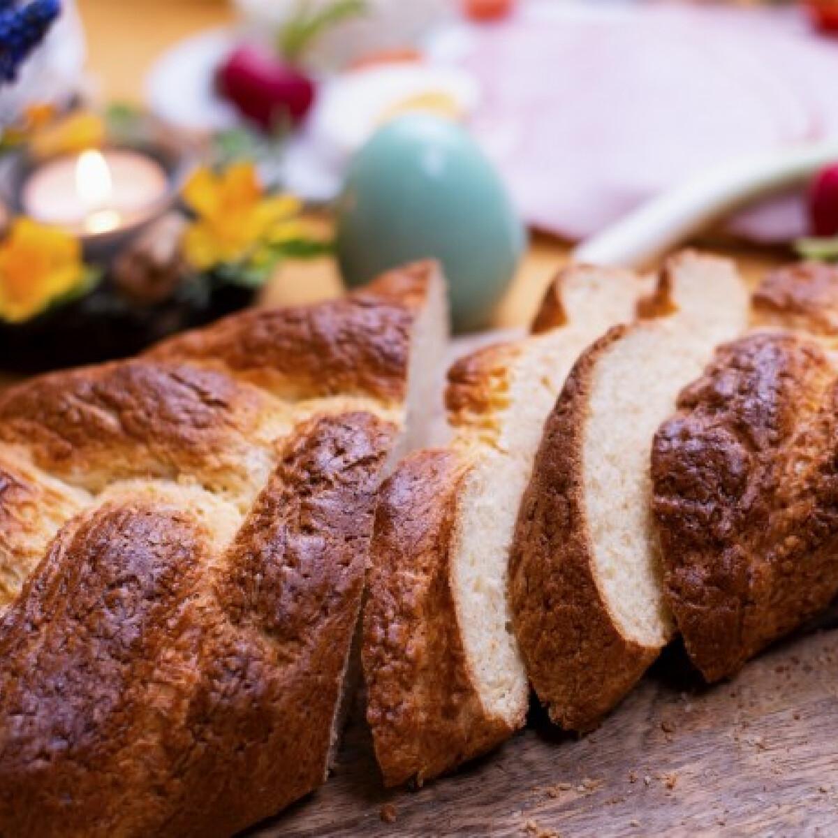 Ezen a képen: Gluténmentes húsvéti kalács