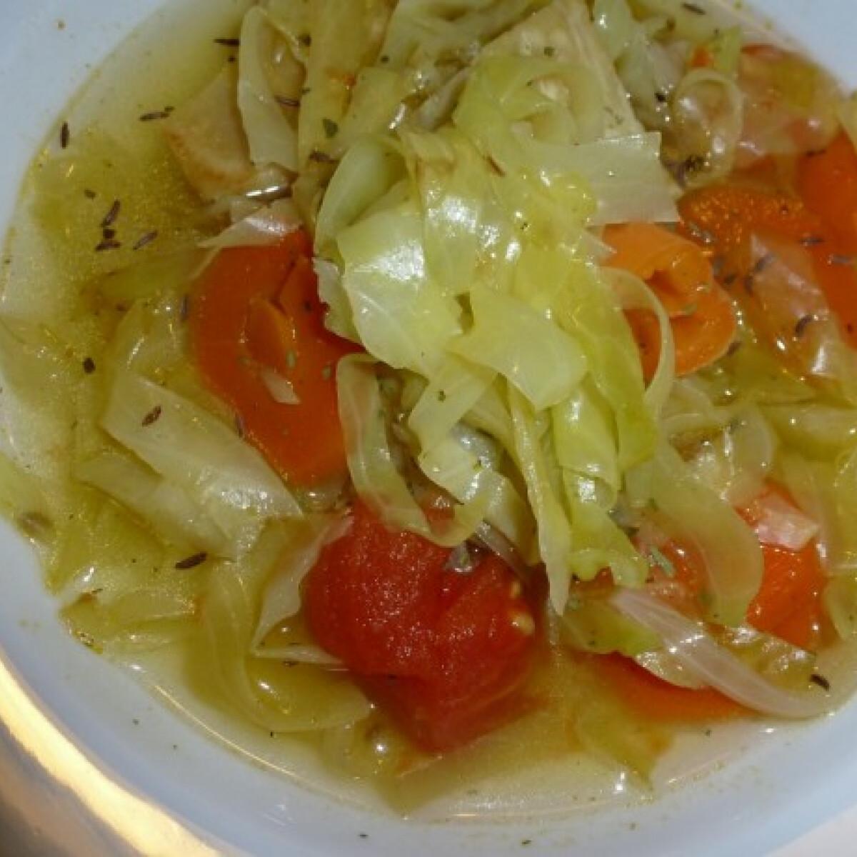 Ezen a képen: Fűszeres zöldséges káposztaleves