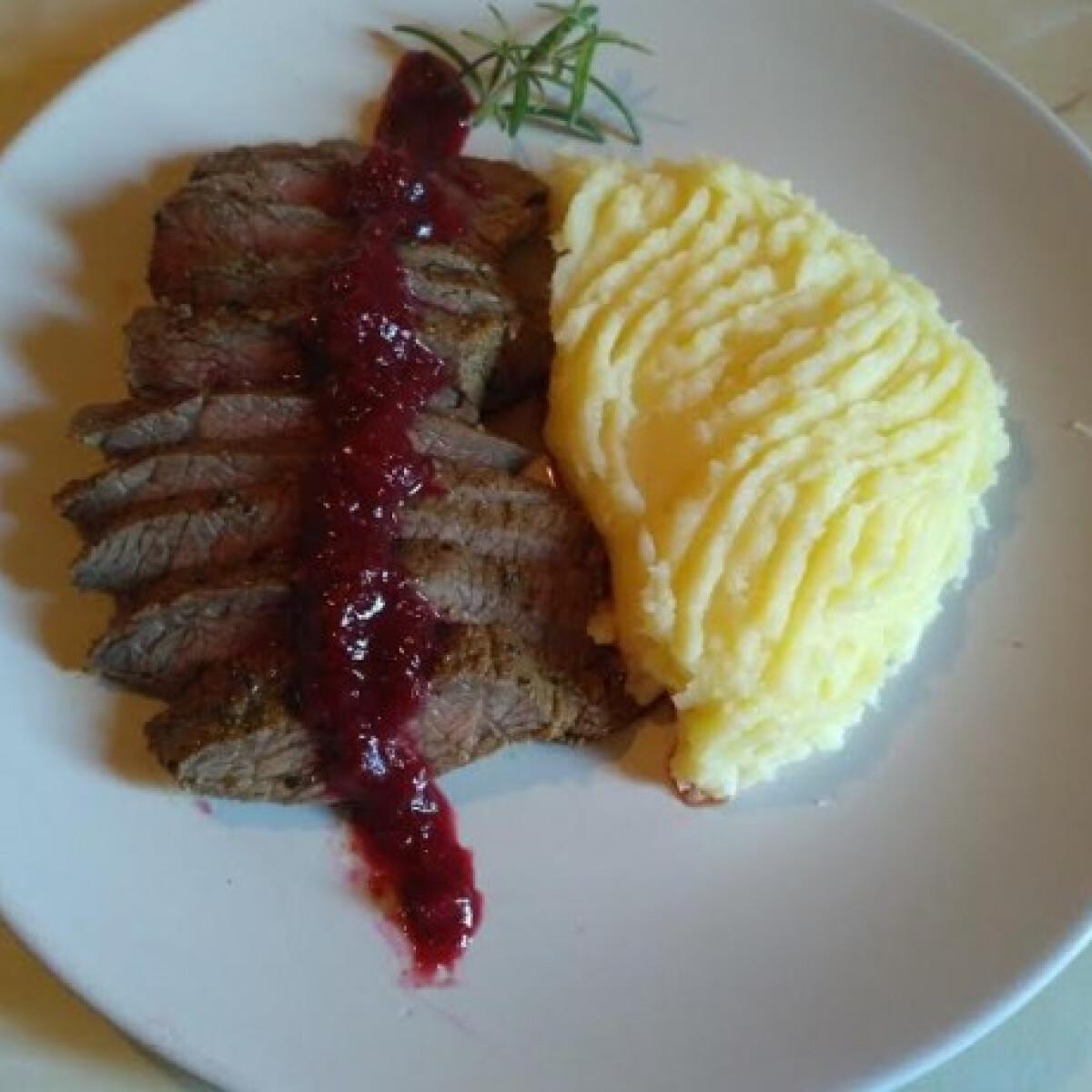Ezen a képen: Hátszín steak Évi nénitől