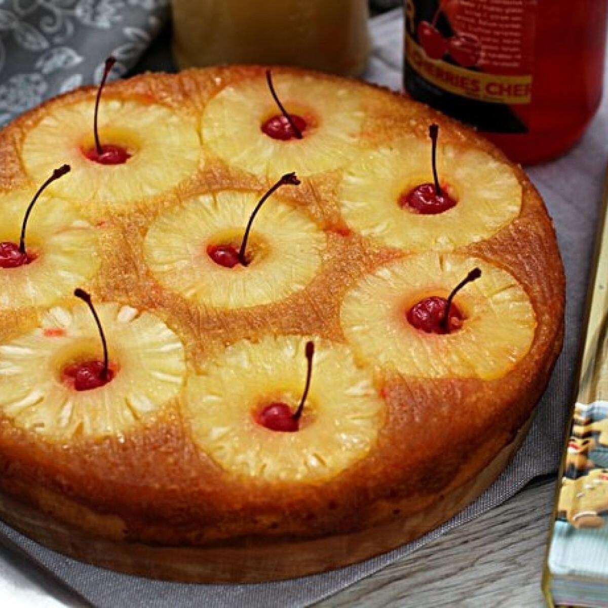 Ezen a képen: Fordított ananásztorta koktélcseresznyével
