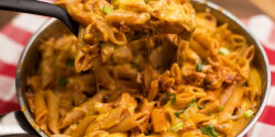 Bbq-sajtos tészta