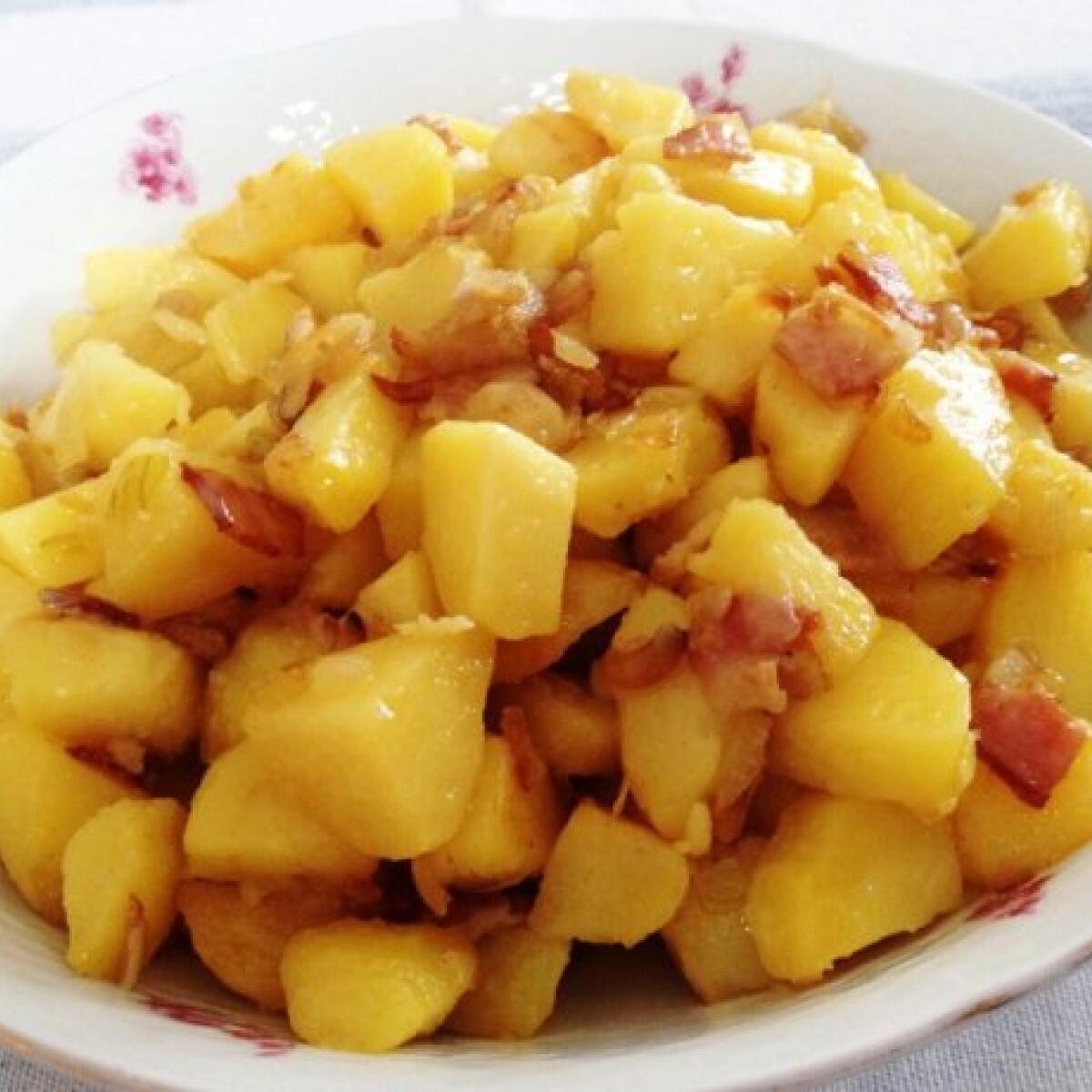 Ezen a képen: Szalonnás-hagymás sült krumpli