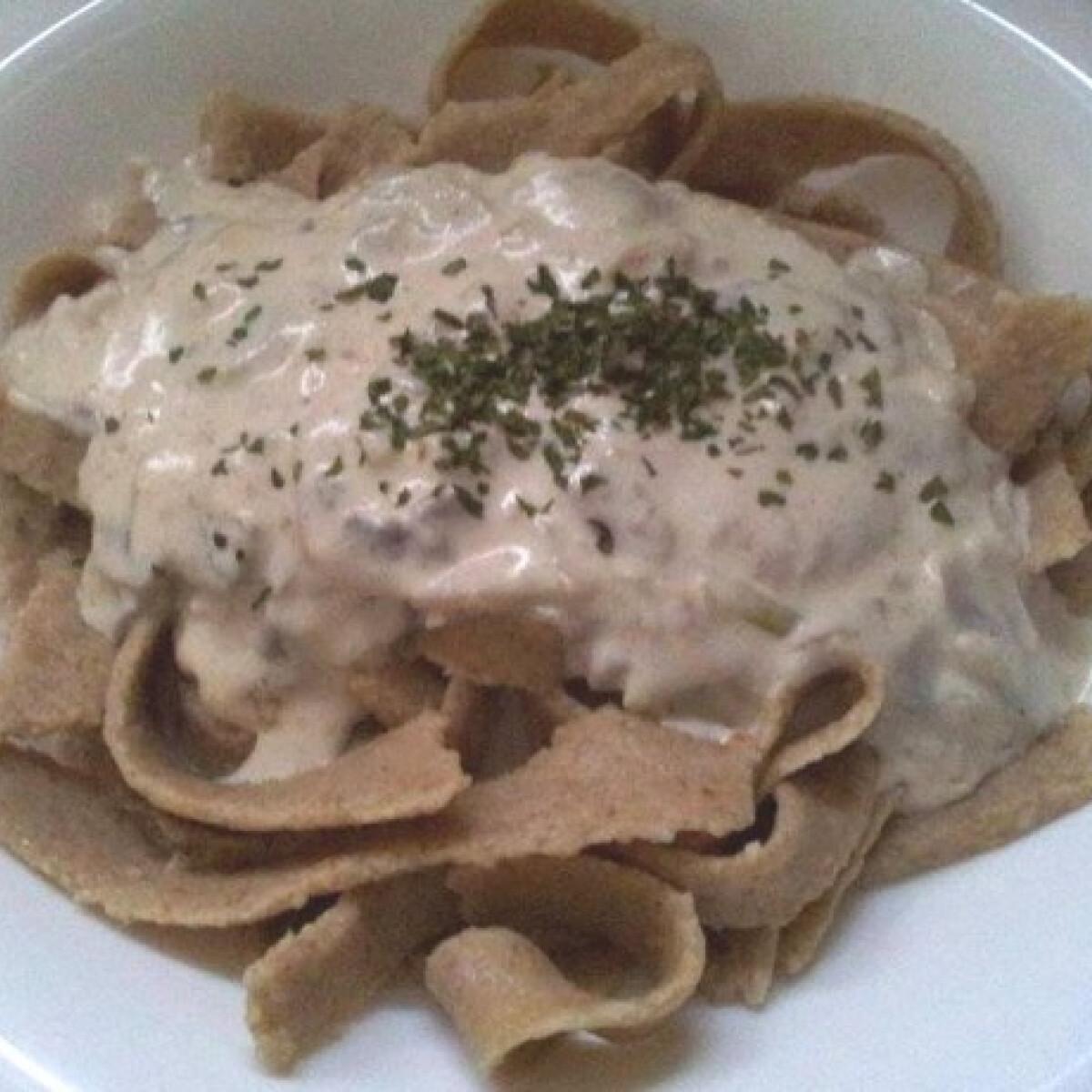 Ezen a képen: Tejszínes gombás tészta Zsomo konyhájából