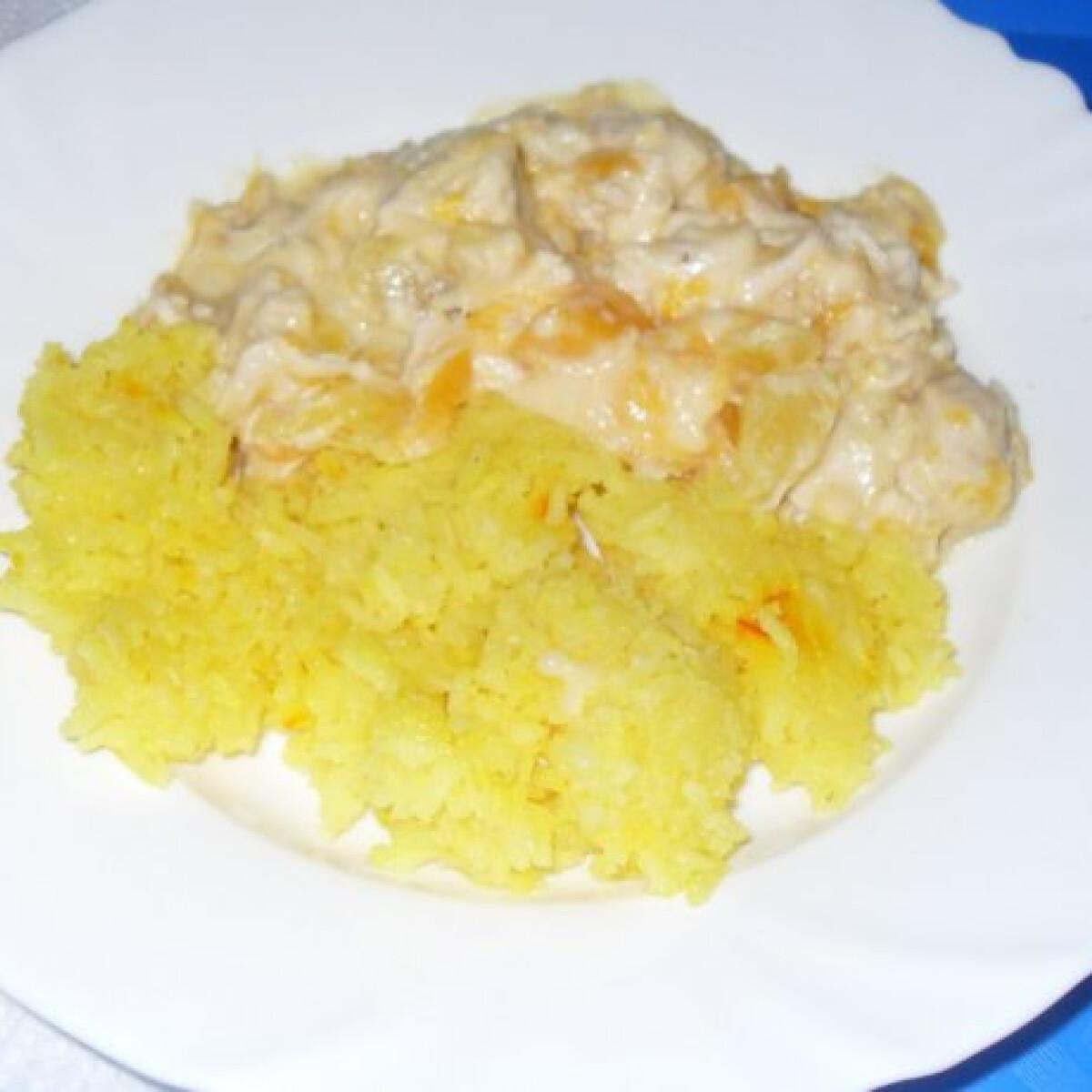 Trópusi tejszínes csirkemell sáfrányos rizzsel