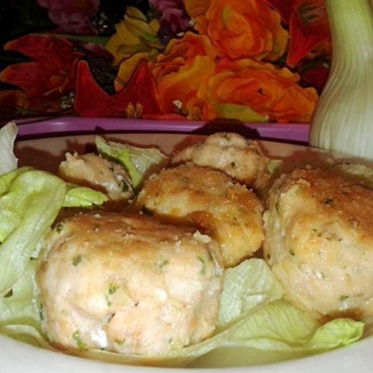 Ezen a képen: Lazacfasírt salátával