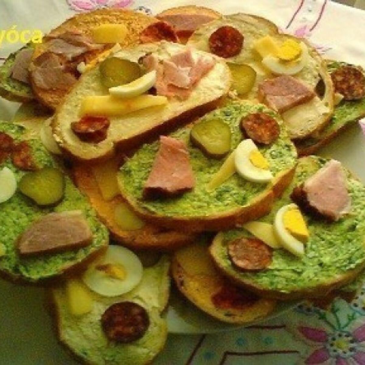 Ezen a képen: Húsvéti szendvicsek medvehagymás vajjal