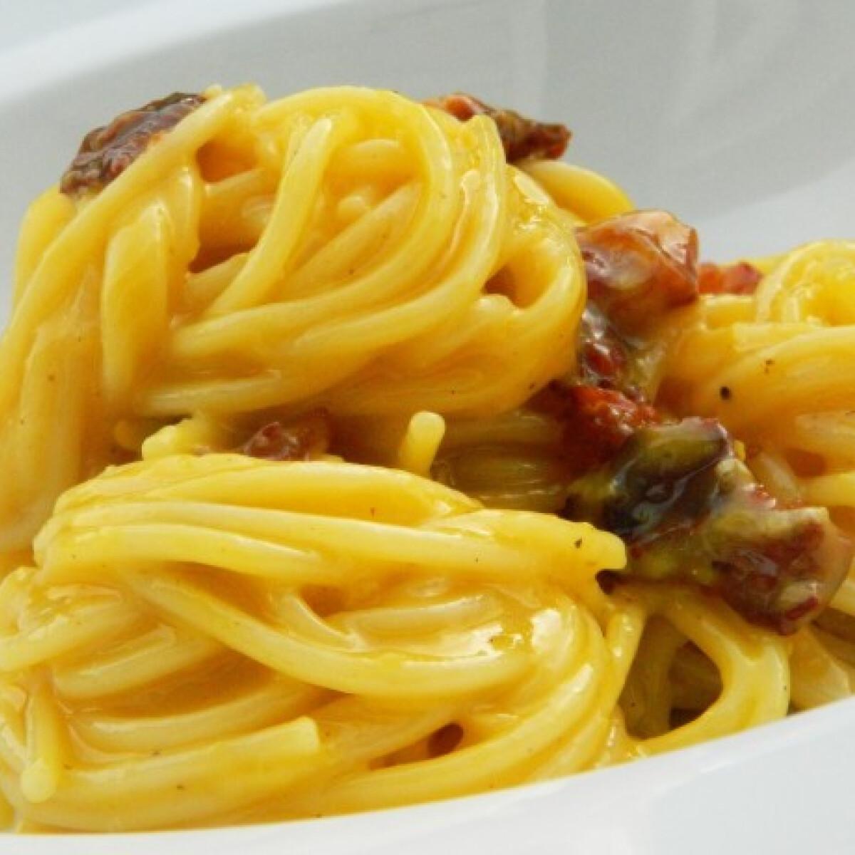 Ezen a képen: Spaghetti alla Carbonara tejszín nélkül