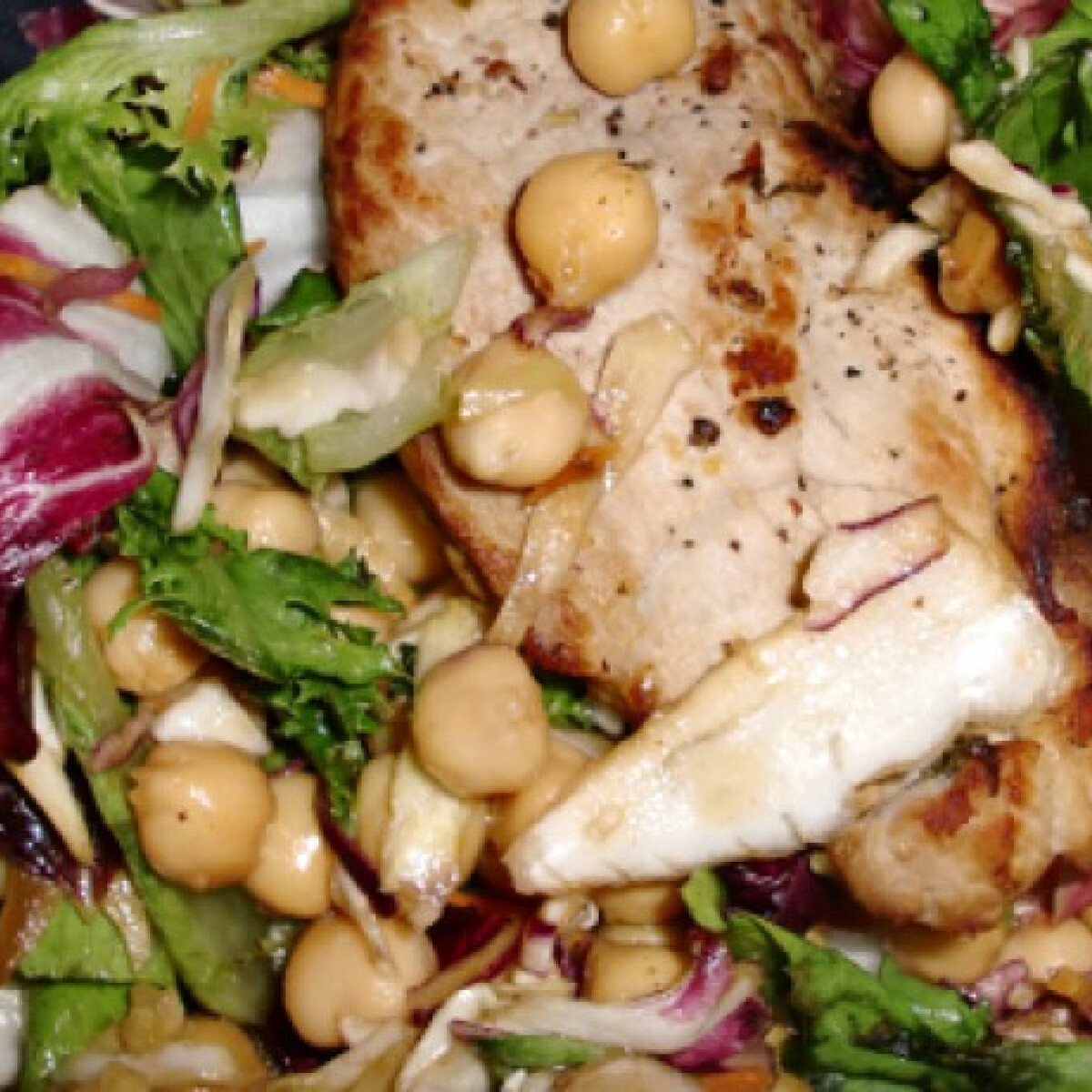 Ezen a képen: Citromos-fűszeres sertés csicserisalátával
