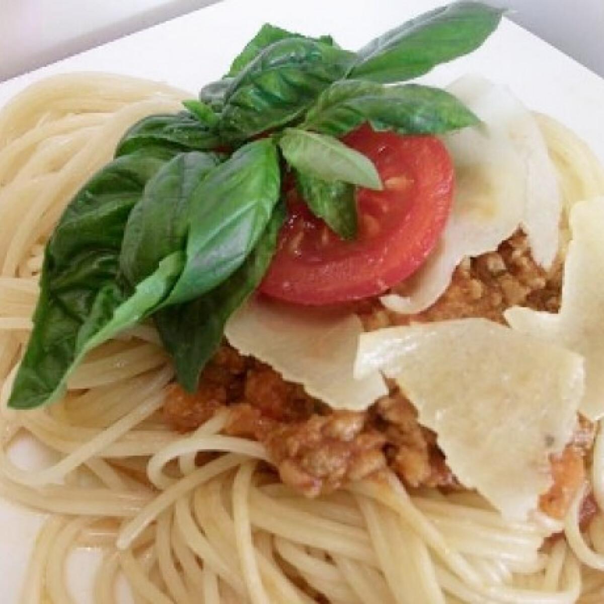 Ezen a képen: Spaghetti alla bolognese Mersedestől