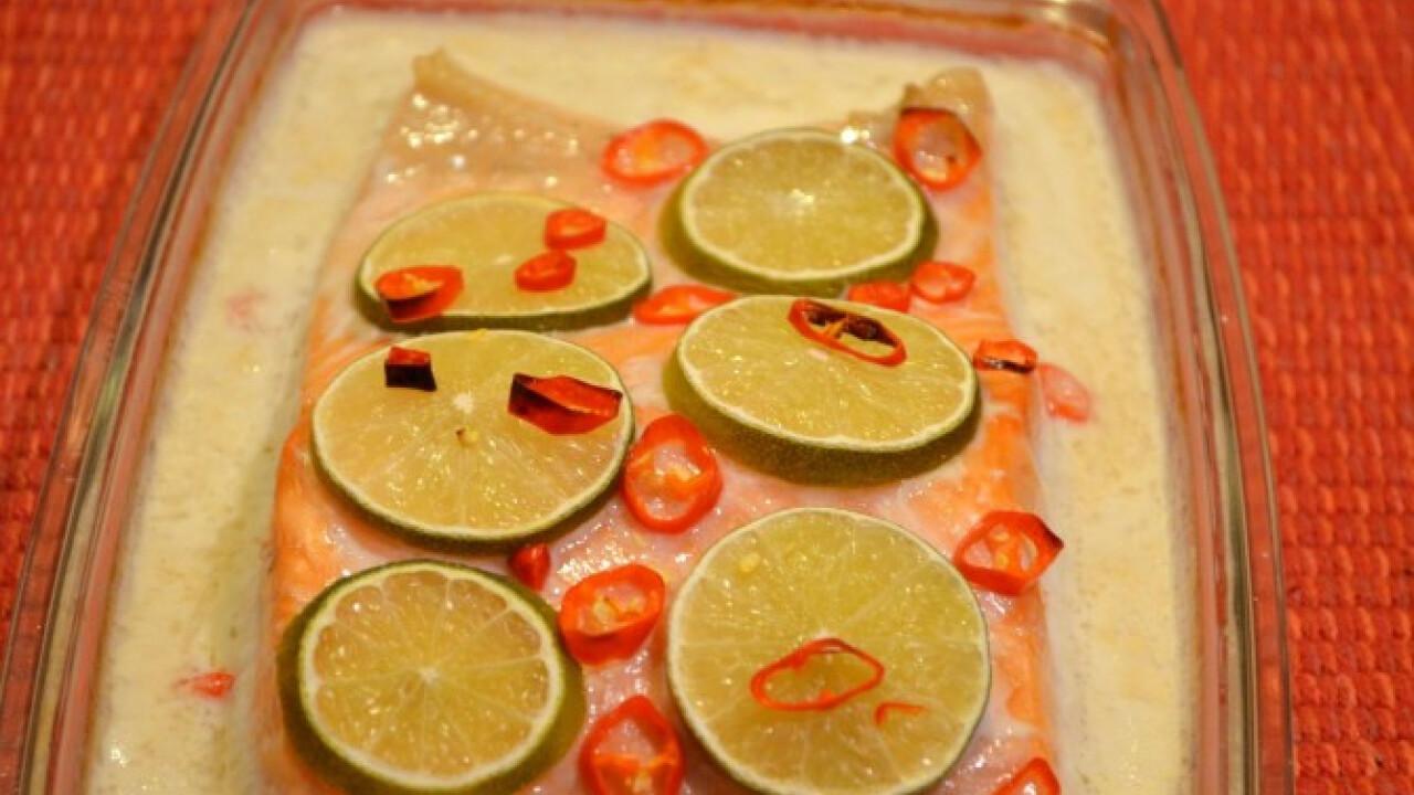 Sült lazac lime-kókusz krémszószban