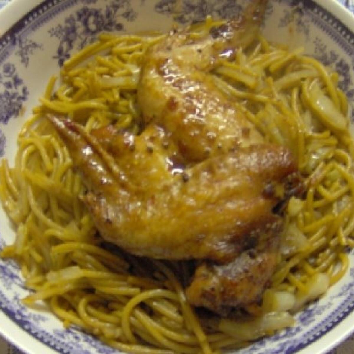Szójás csirke thai tésztával