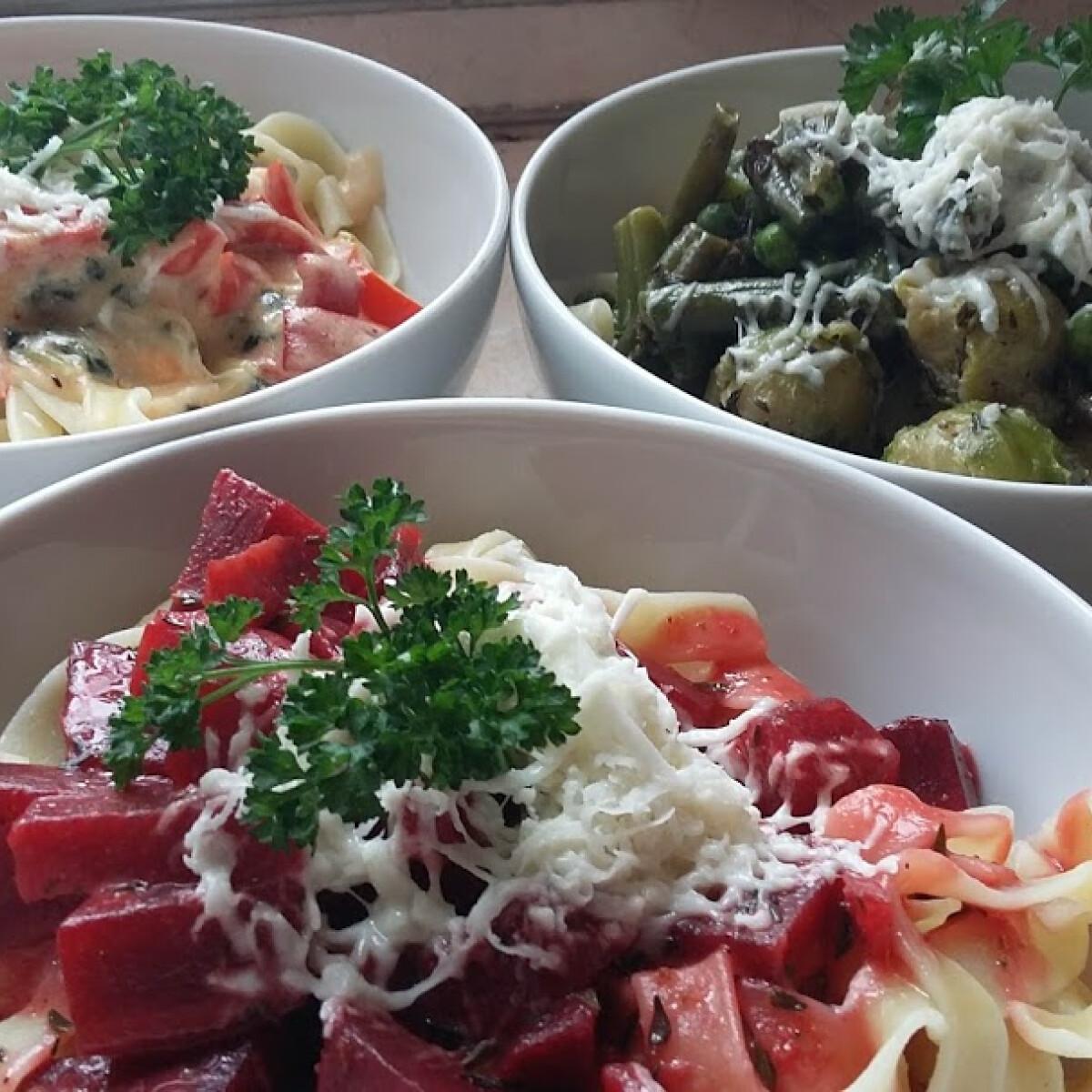 Ezen a képen: Tagliatelle színes zöldségvariációkkal