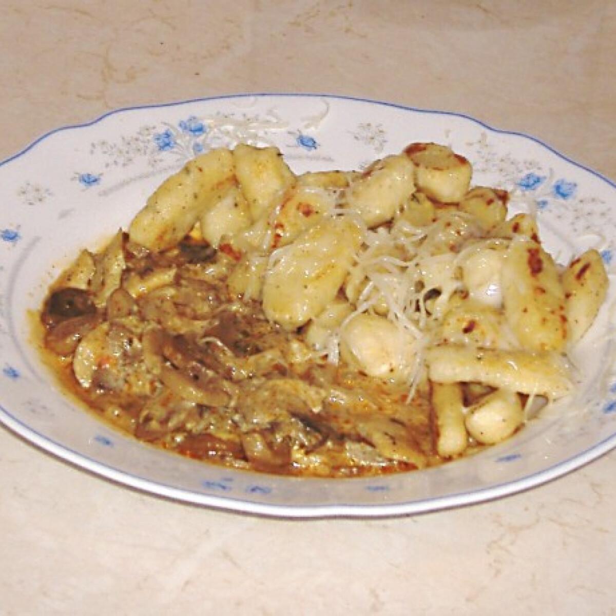 Gombás csirkés ragu sajtos szerecsendiós gnocchival