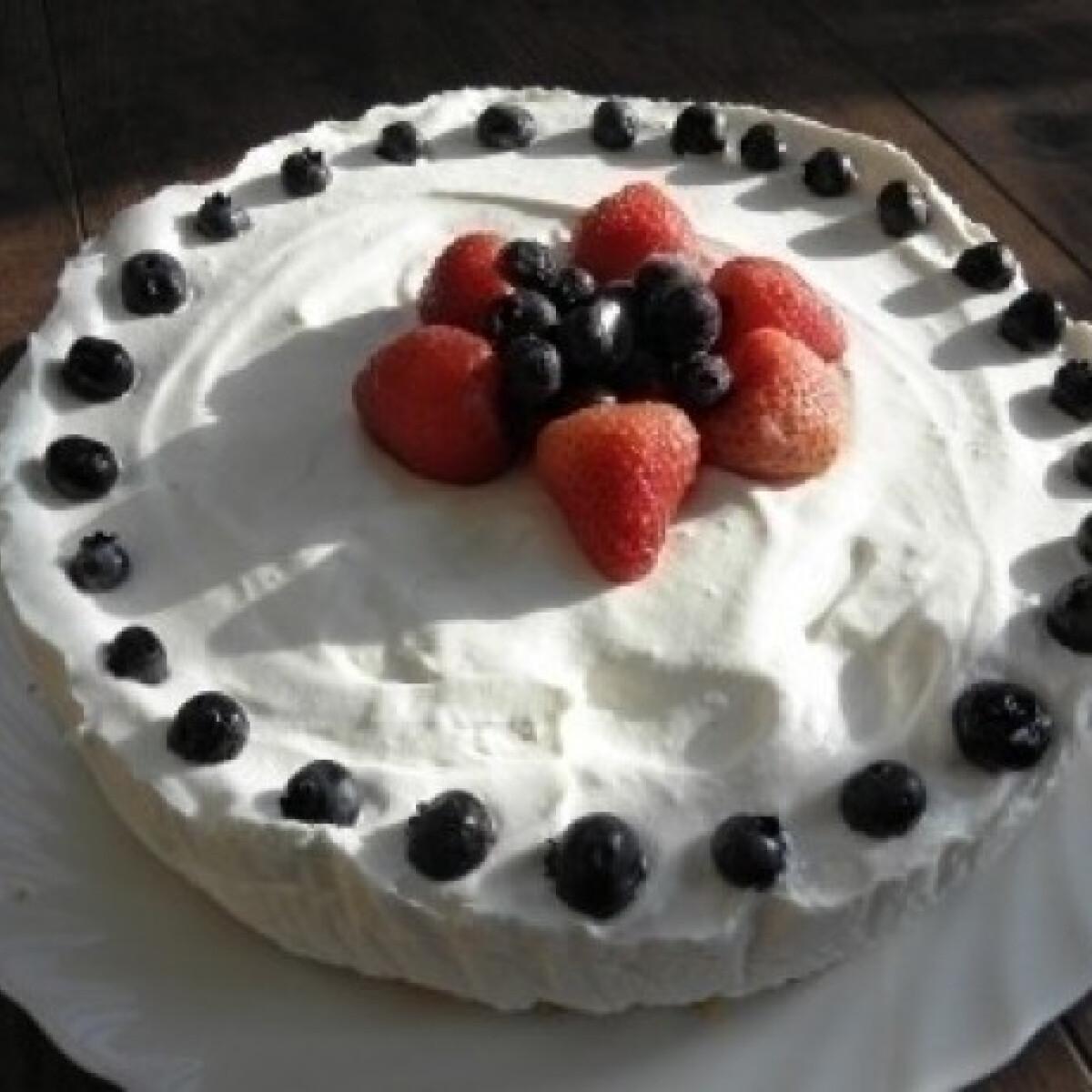 Ezen a képen: Joghurttorta sütés nélkül 4. -tejszínes-túrós