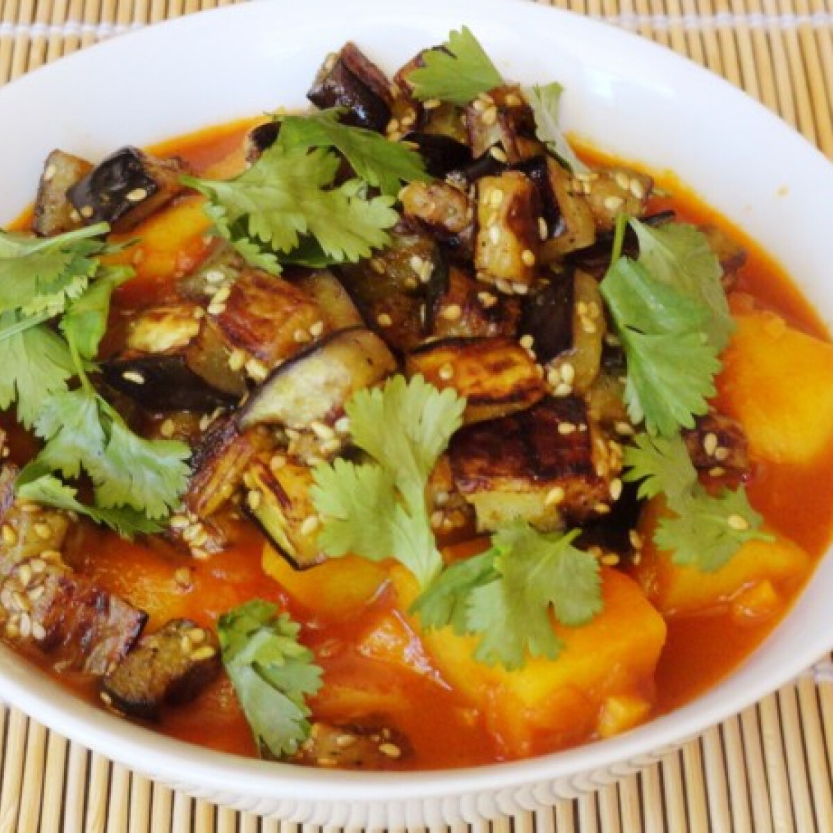 Padlizsános burgonya curry