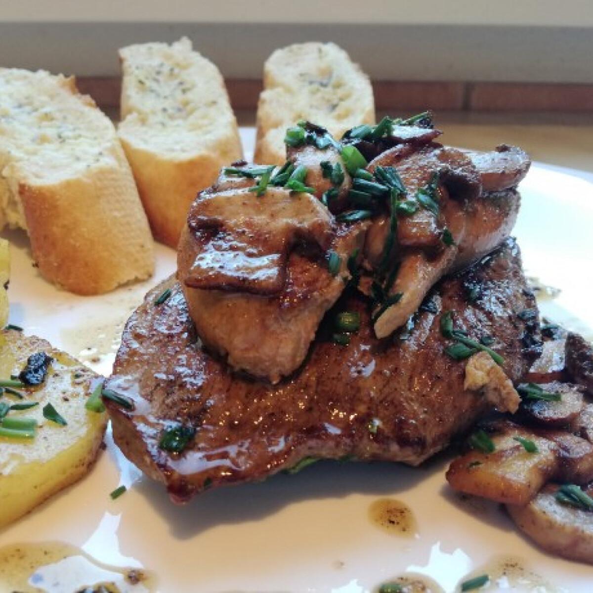 Ezen a képen: Marha steak hízott libamájjal és pirított gombával