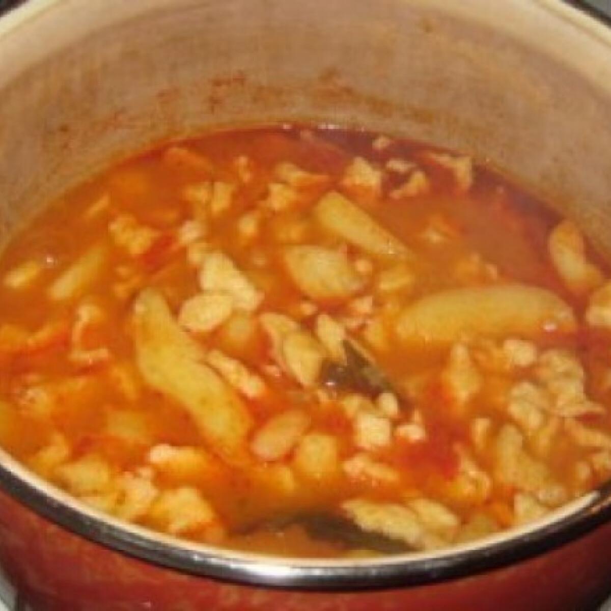 Ezen a képen: Vega krumplipaprikás