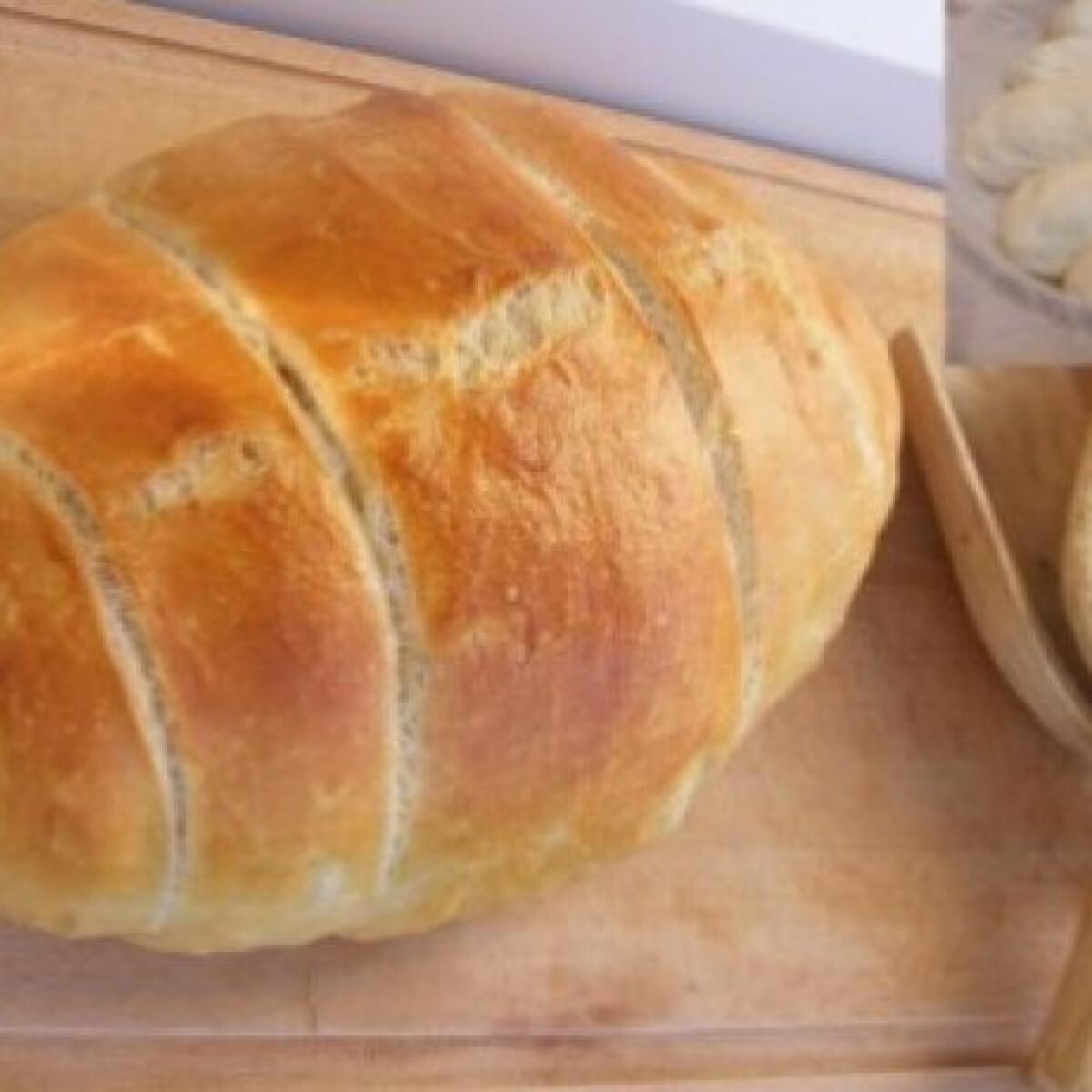 Ezen a képen: Tatu kenyér