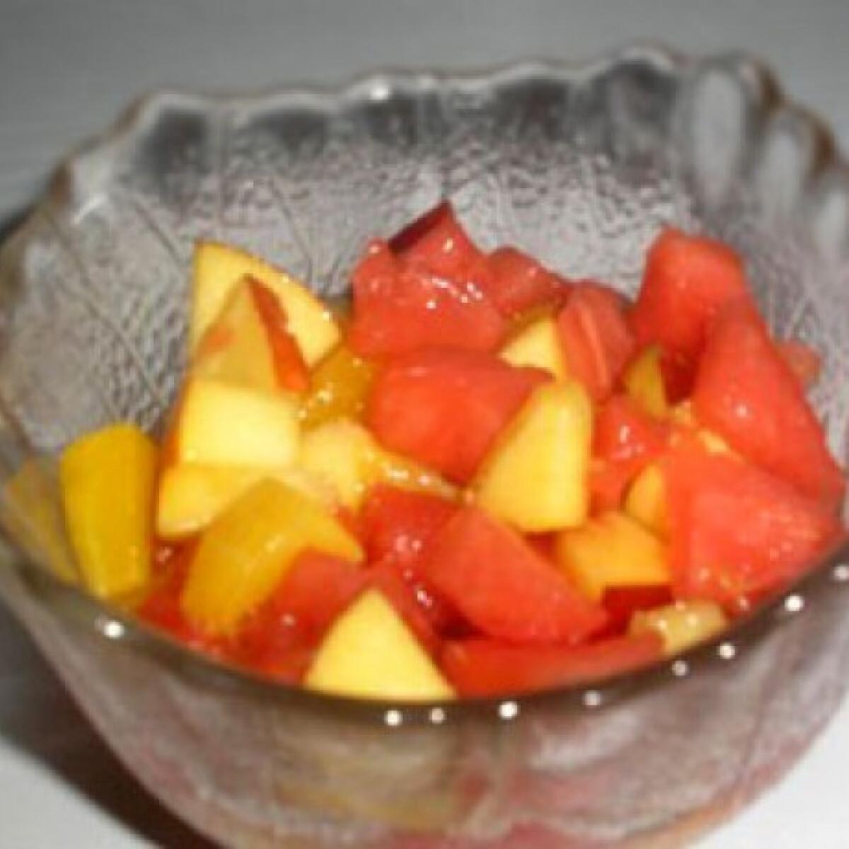 Ezen a képen: A legegyszerűbb gyümölcssaláta