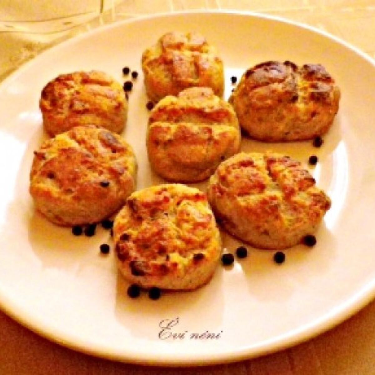 Ezen a képen: Tepertős pogácsa Évi néni konyhájából