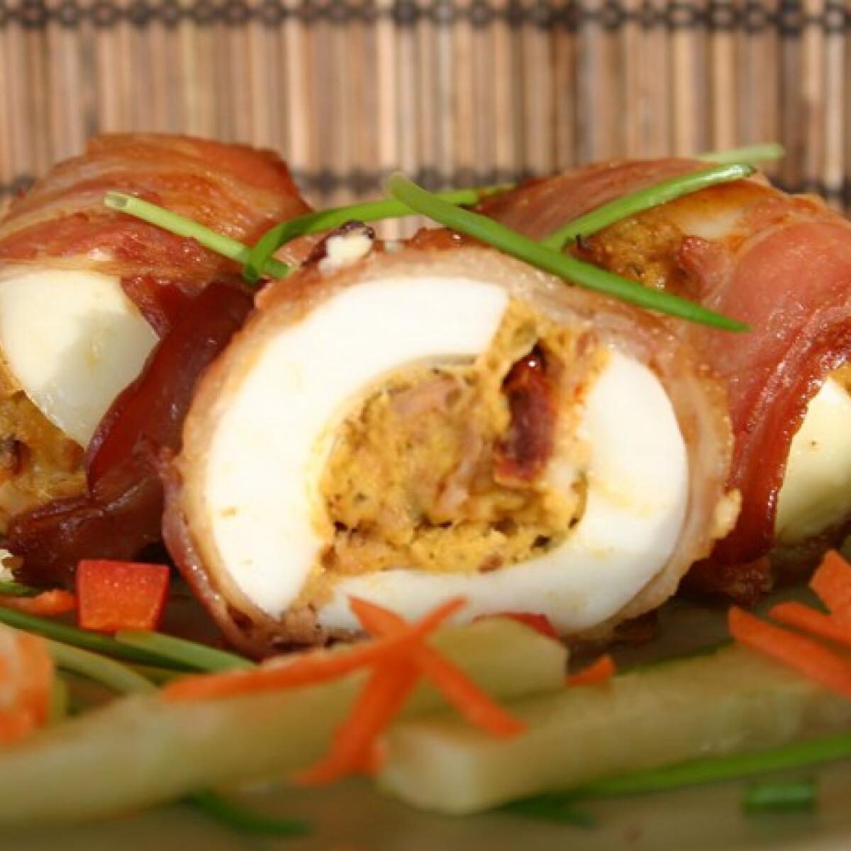 Ezen a képen: Sült töltött tojás