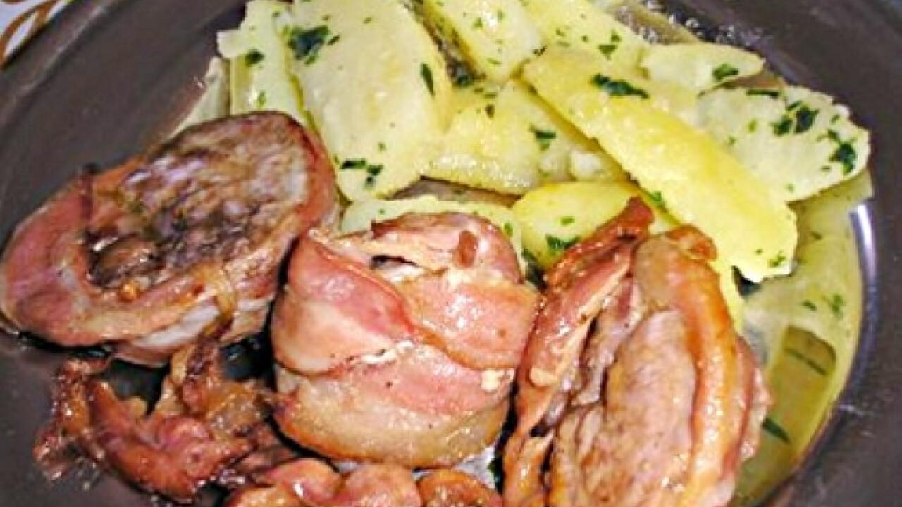 Baconban sült pecsenye