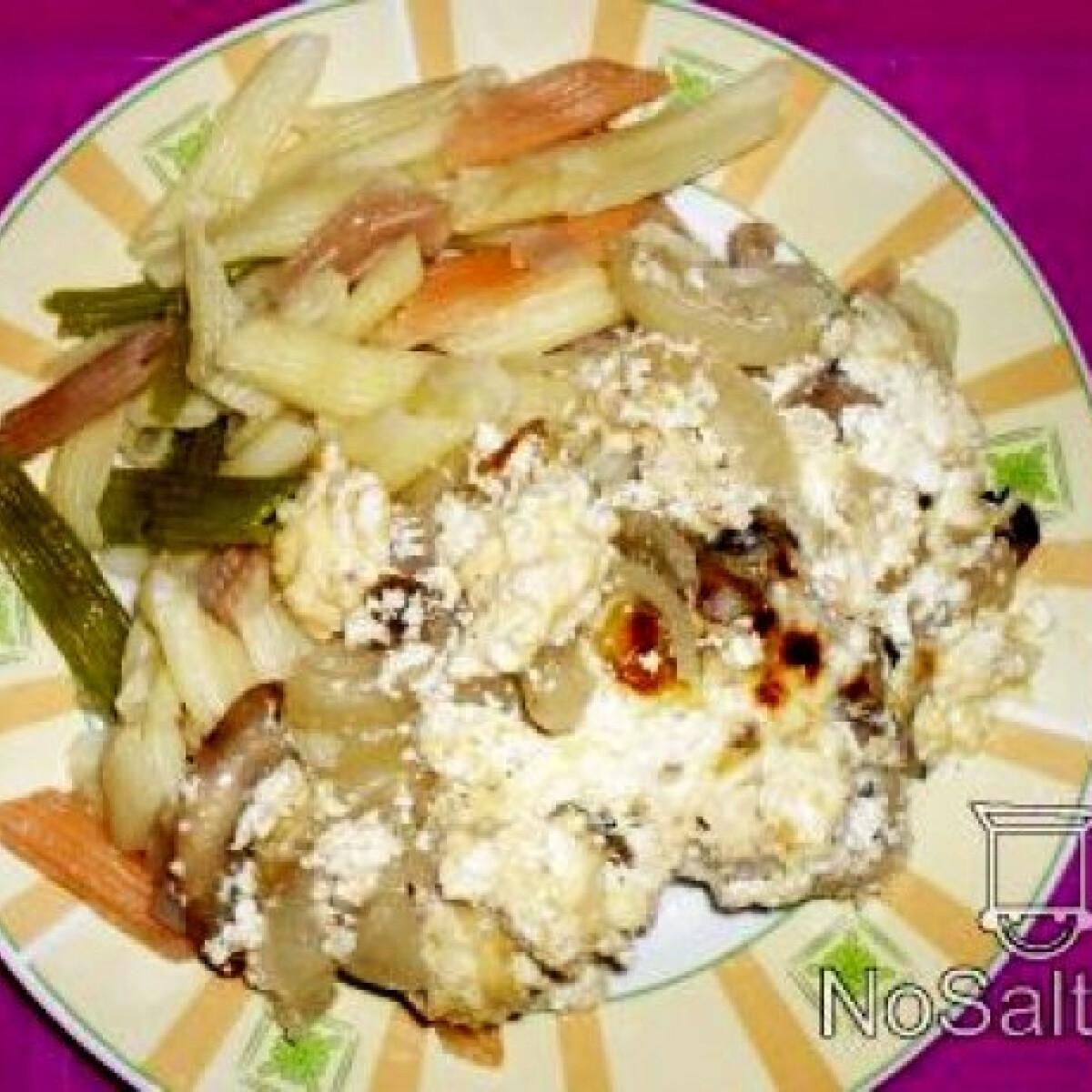 Ezen a képen: Tejfölös - gombás csirkecombok tésztával