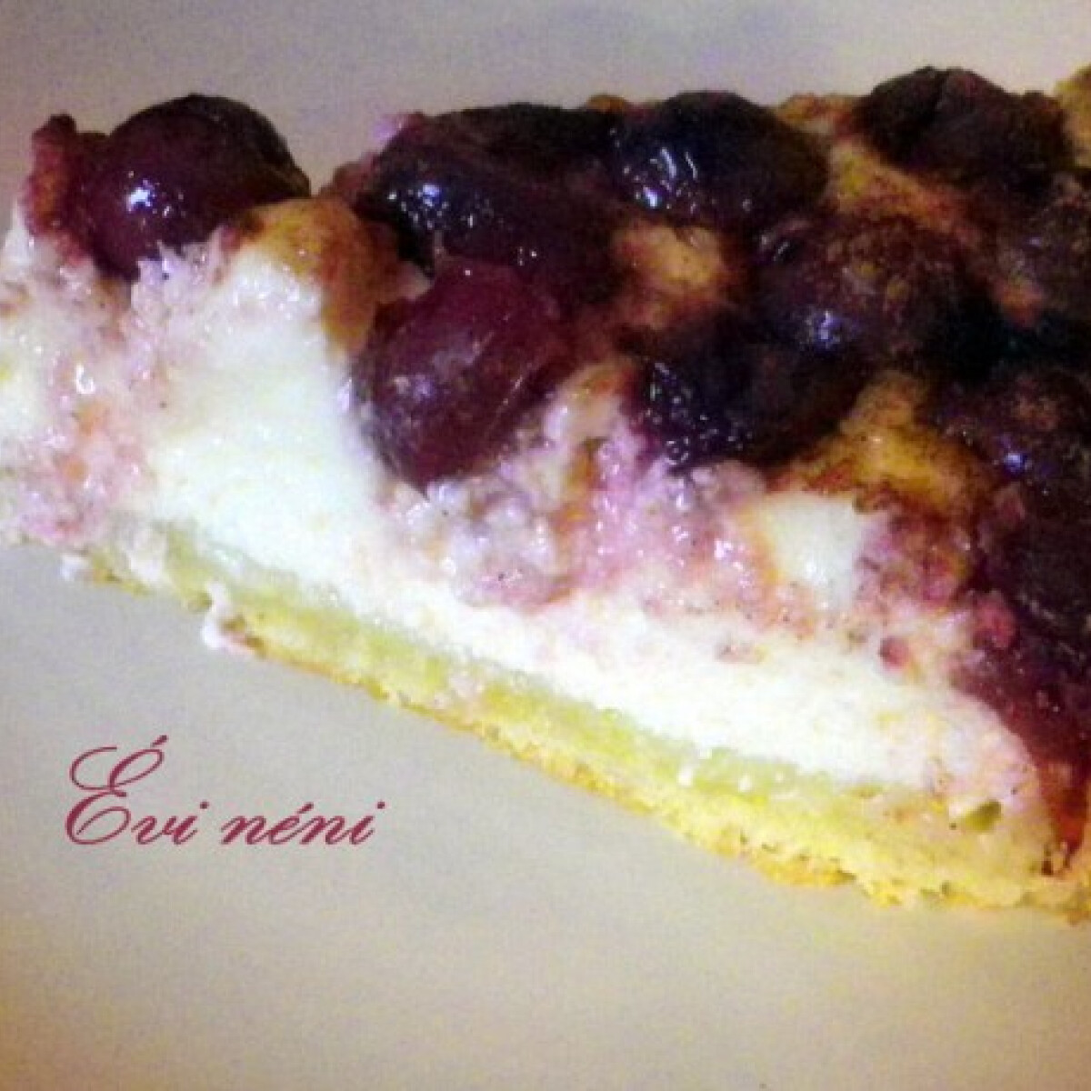 Ezen a képen: Meggyes-túrós pite Évi néni konyhájából