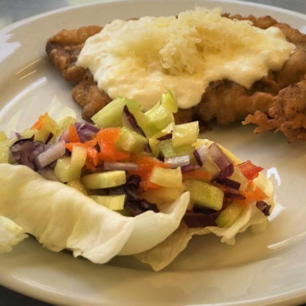 Ezen a képen: Mátrai borzaska friss salátával