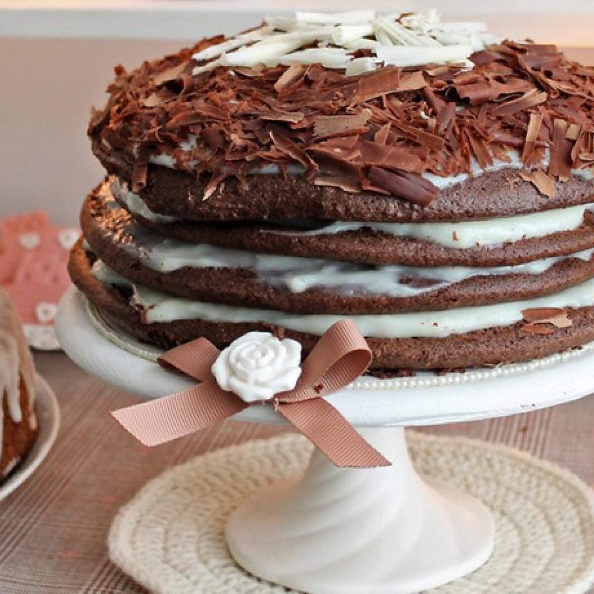 Ezen a képen: Meztelen torta fehércsoki krémmel