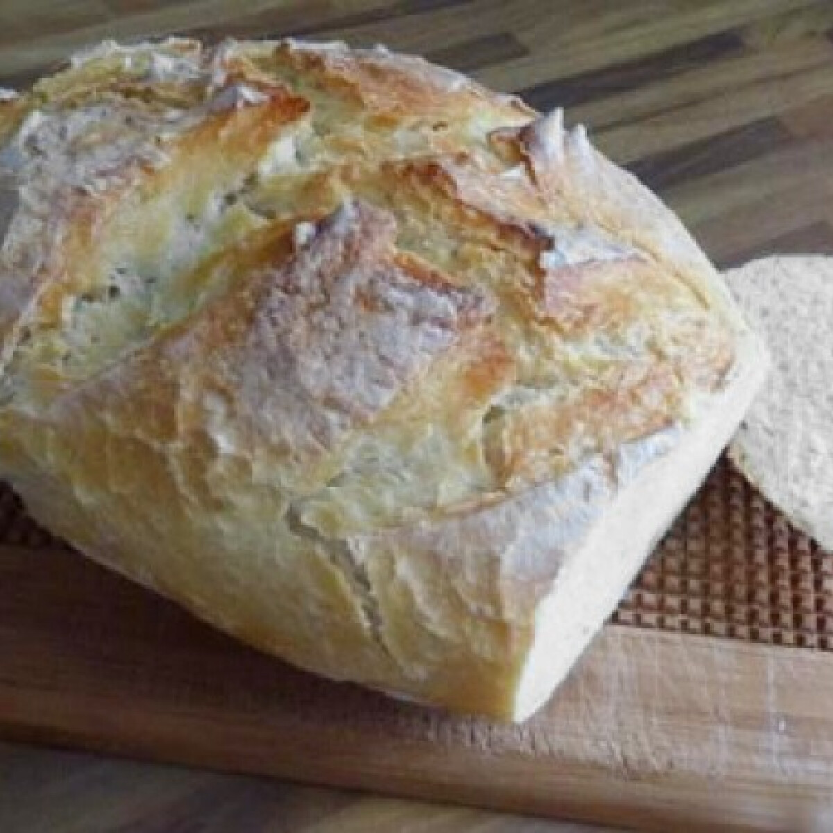 Ezen a képen: Kovászos kenyér Juditta konyhájából