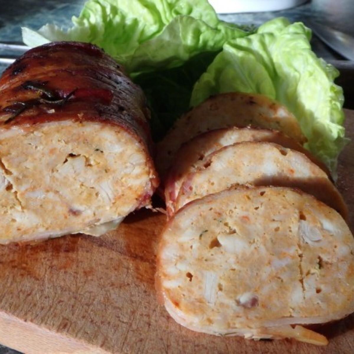 Ezen a képen: Baconbe göngyölt csirkemellvagdalt
