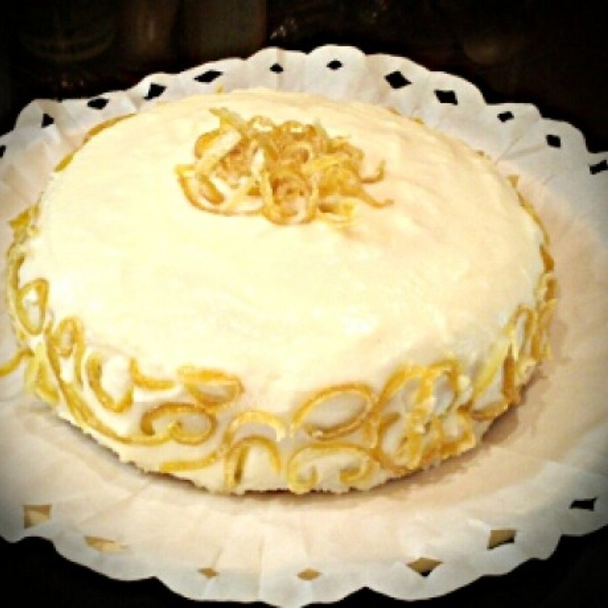 Ezen a képen: Citromos-sajtkrém torta
