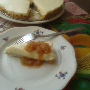 Sajttorta almaszósszal sütés nélkül