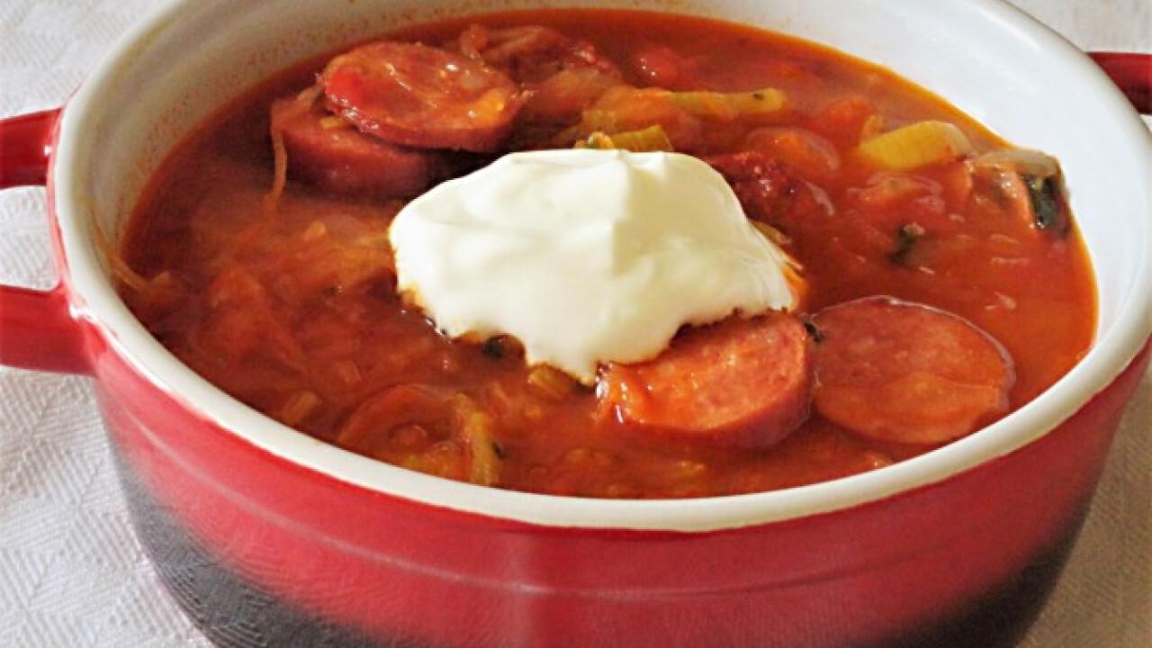 Kolbászos-póréhagymás savanyúkáposzta-leves