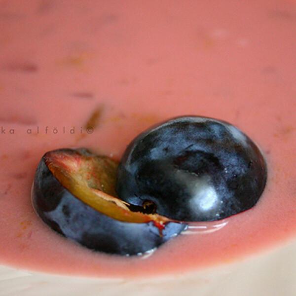 Vaníliás-fahéjas szilvakrémleves