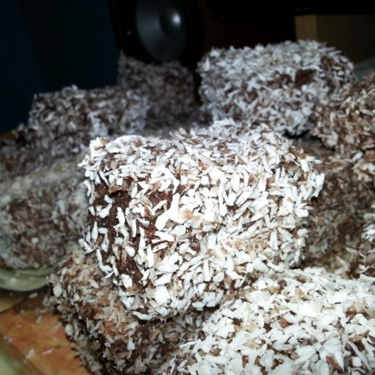 Ezen a képen: Kókuszkocka Mirabella konyhájából