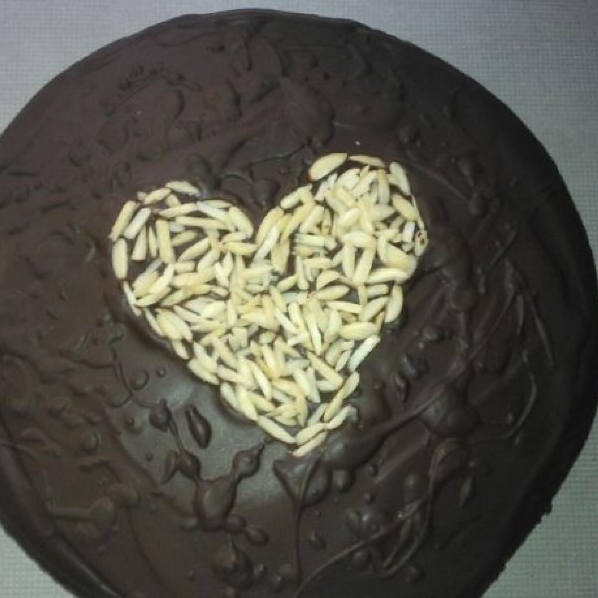 Ezen a képen: Sacher-torta Pötyi konyhájából