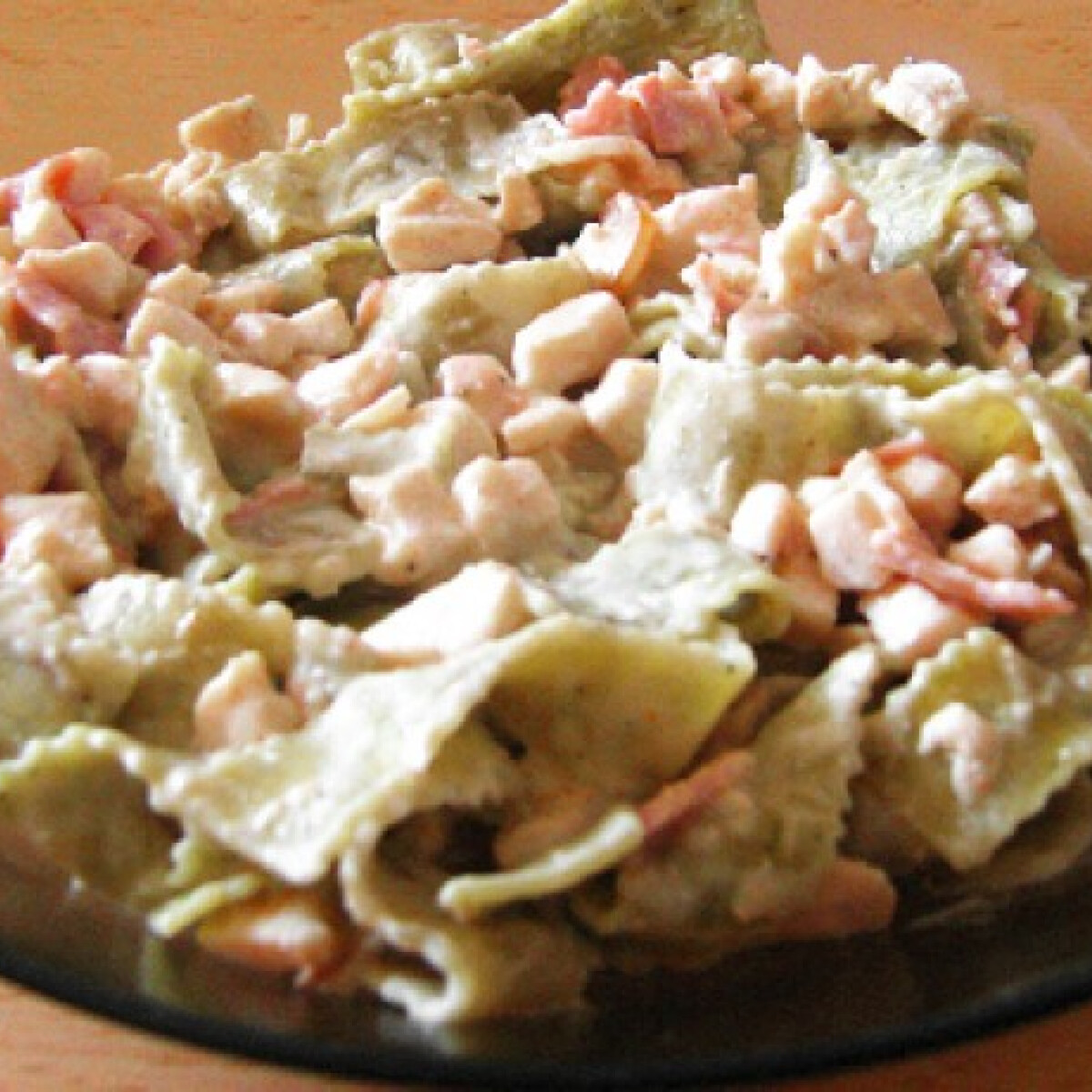 Fetás-tejszínes csirkeragu spenótos tésztával