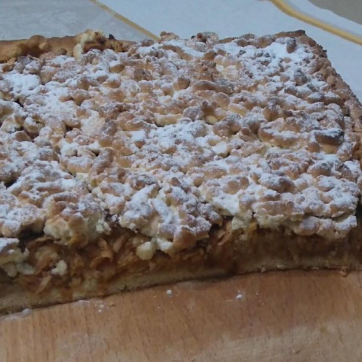 Ezen a képen: Omlós reszelt almás süti