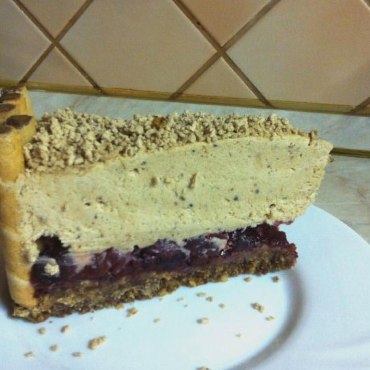 Ezen a képen: Gesztenyemousse torta meggyel