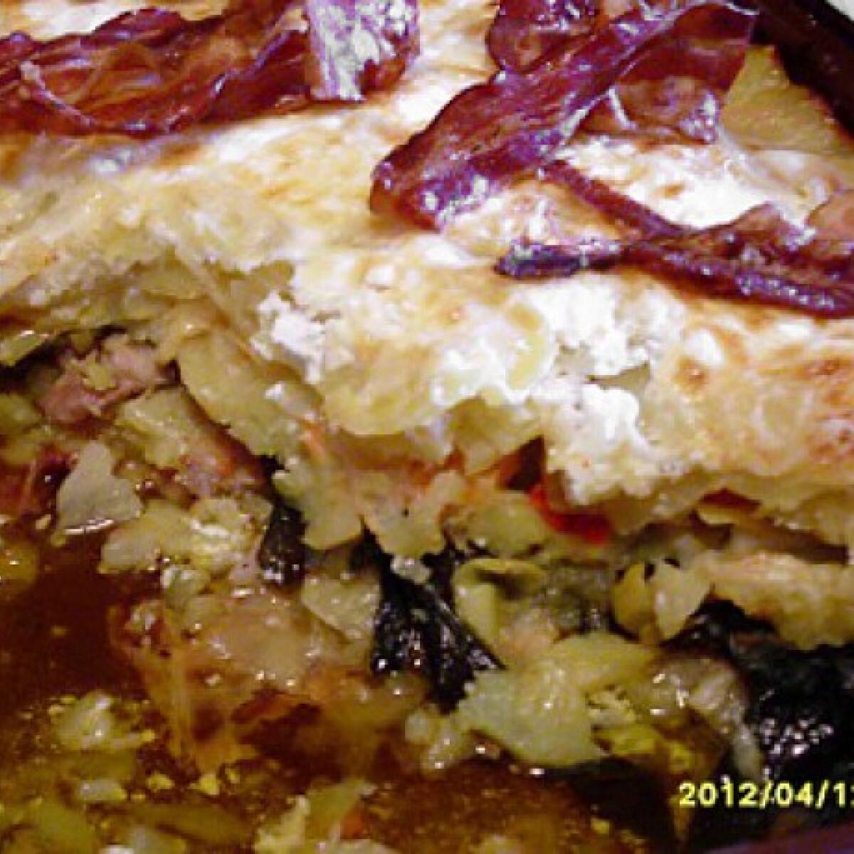 Ezen a képen: Medvehagymás tepsis hús