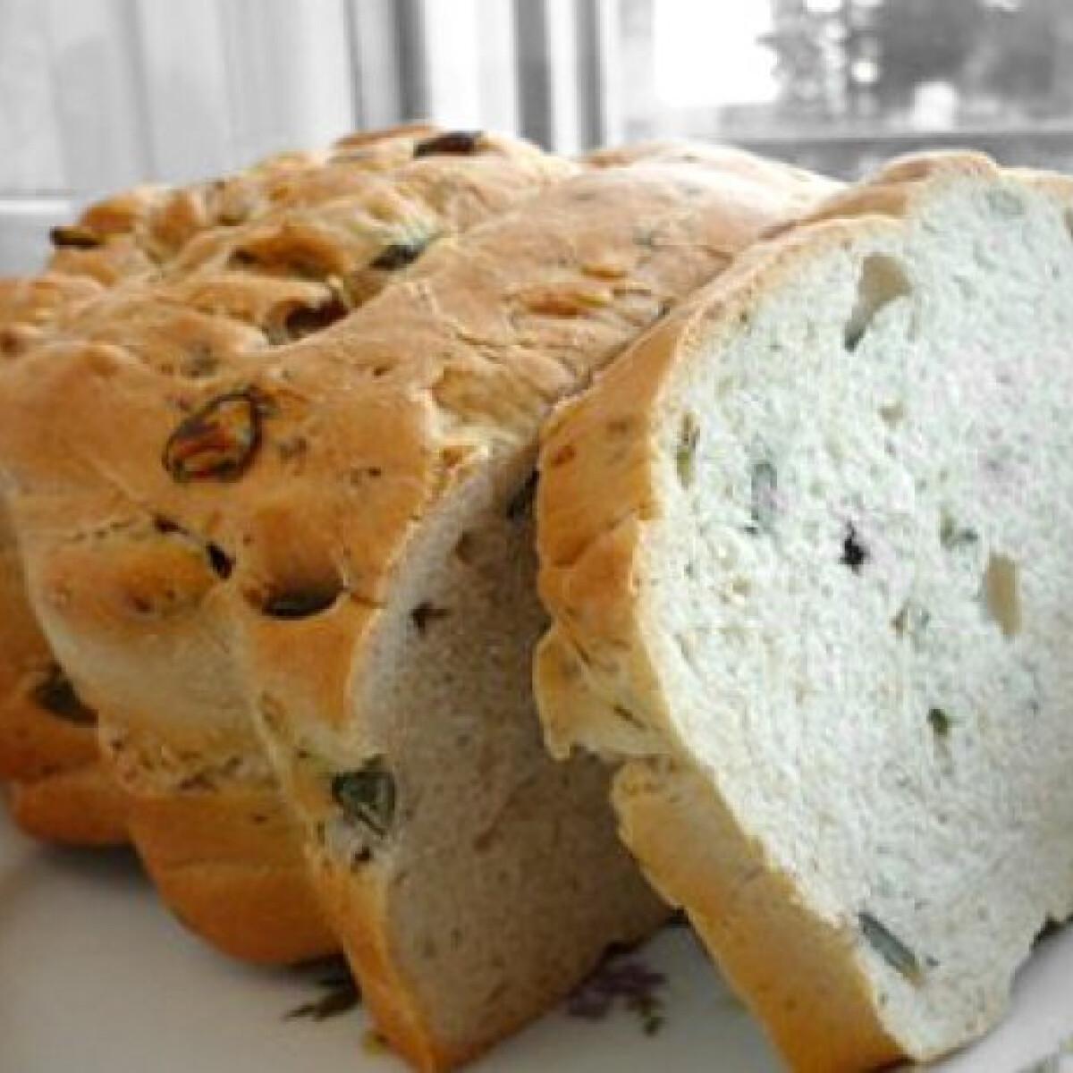 Ezen a képen: Tökmagos fehér kenyér